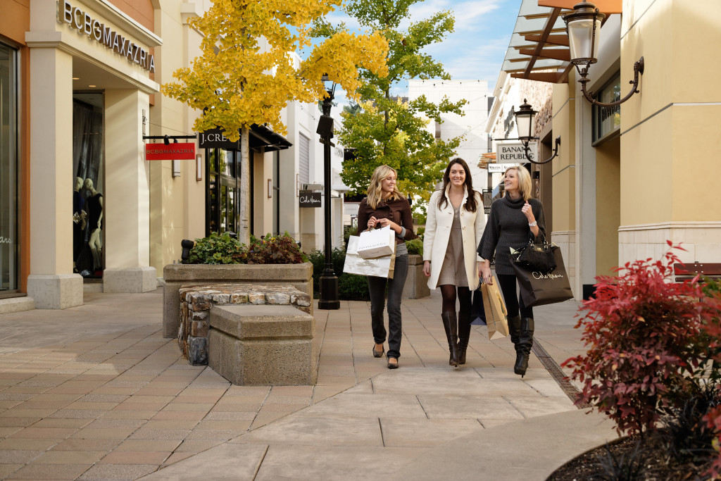 Shop Tax-Free at Bridgeport Village