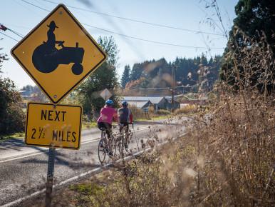 Tualatin_Valley_Scenic_Bikeway_Cyclists